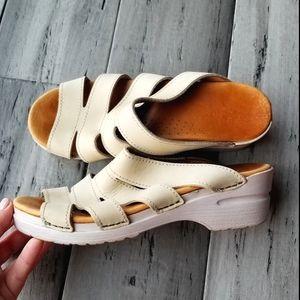 Dansko leather beige sandals size 39 comfort